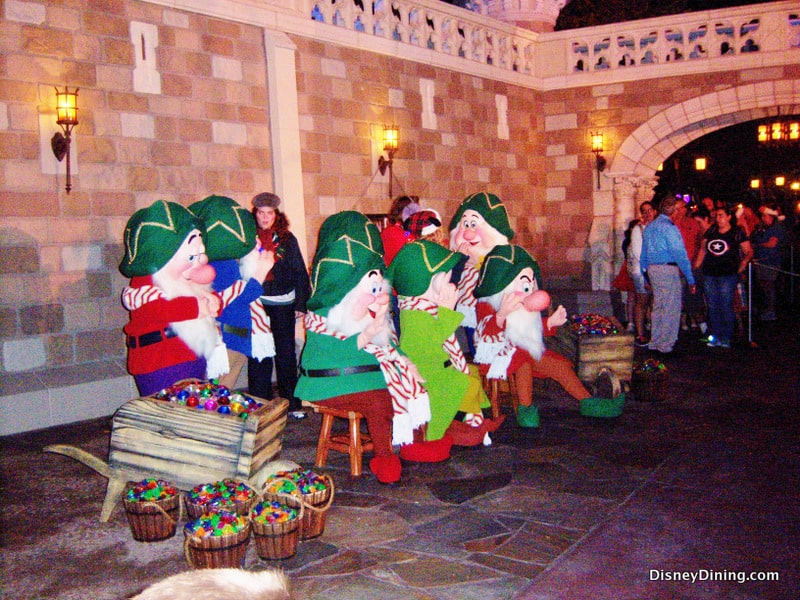 Mickey S Very Merry Christmas Party 2013 Review Disney