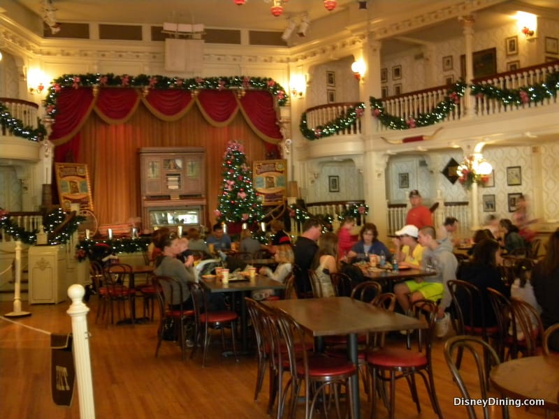 Diamond Horseshoe With Christmas Decorations Magic