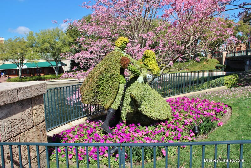 Princess Aurora And Prince Topiary France Epcot 2014 Epcot International Flower And Garden
