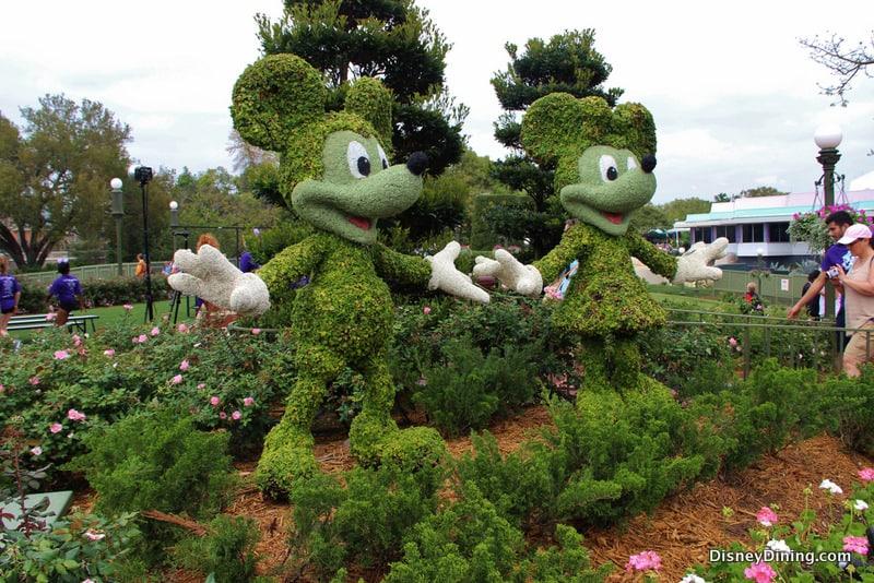 Beautiful Disney Topiary Part - 4: Mickey And Minnie Topiary, Castle Hub, Magic Kingdom, Walt Disney World