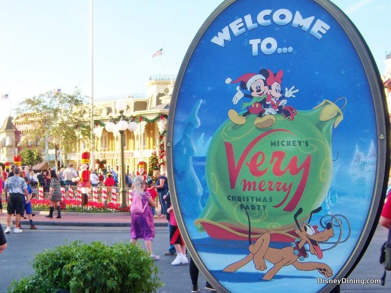Walt Disney World S Magic Kingdom To Test Earlier Park Closing For