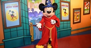 Hollywood Studios Mickey Mouse Meet and Greet 2