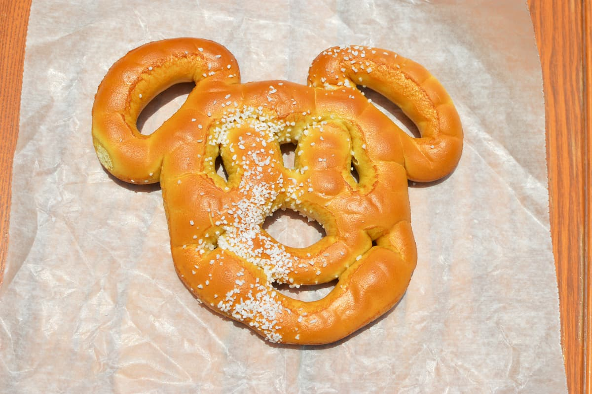 Hollywood Studios Anaheim Produce Mickey Pretzel Snack 3