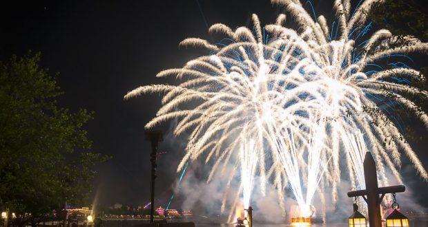 illuminations fireworks 1 fb crop