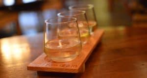 epcot-italy-tutto-gusto-wine-cellar-crisp-italian-whites-flight-2-fb-crop
