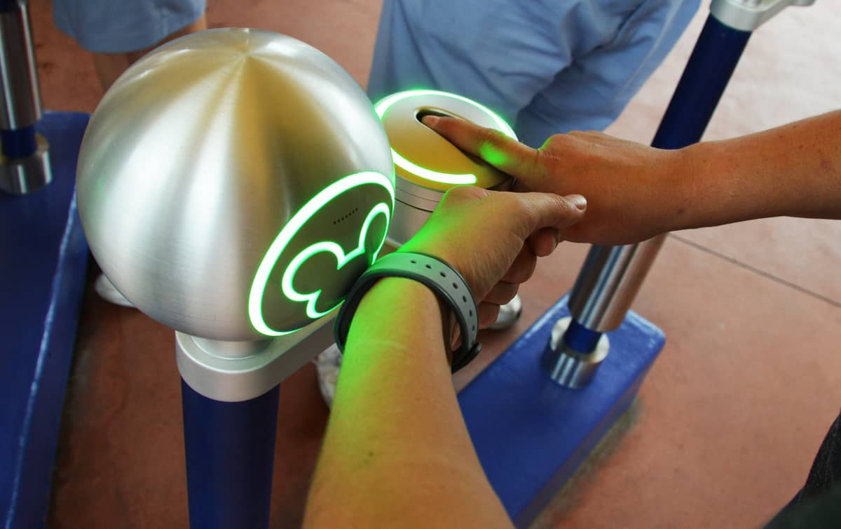 5 Reasons We Love Magic Bands at Walt Disney World - Disney Dining ...