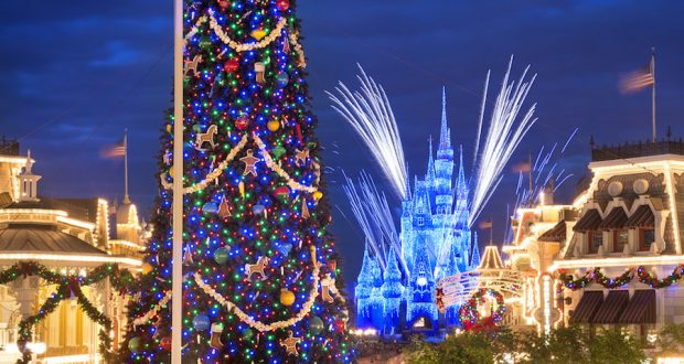 mickeys very merry christmas party sells out more dates at walt disney world disney dining information - Disney Christmas Party
