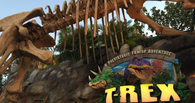 10 essential experiences to have at walt disney world for Disney dining plan t rex
